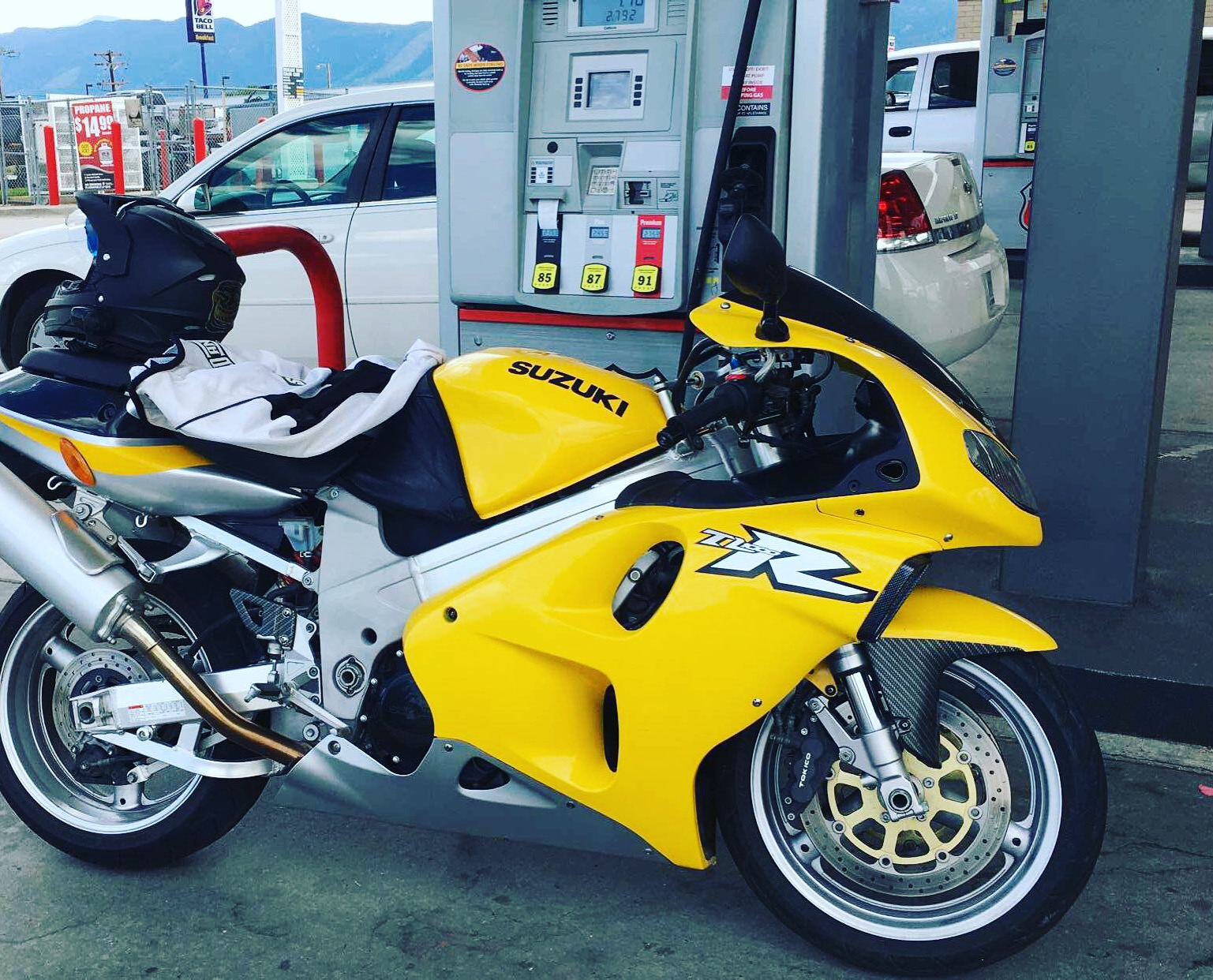 The Yellow TL1000R - A myth?-img_0648_1500867797674.jpg