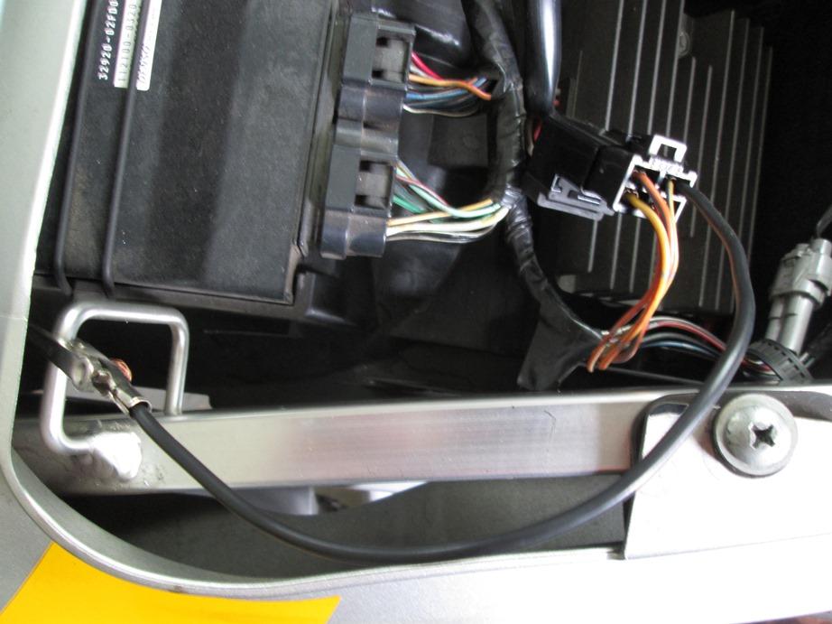ECM not pulling Yellow/Blue wire low to near zero volts-jumper.jpg